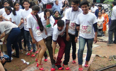 India Men ' Can't Walk on Their Heels '