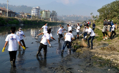 Nepalese Clean up Their Dirty River
