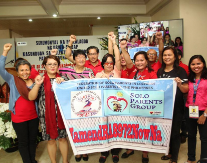 Single parents fight for support in The Philippines
