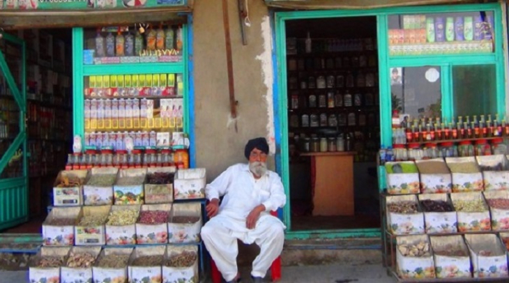 A shopkeeper selling herbal medicine in Kabul (Photo: Ghayor Waziri)