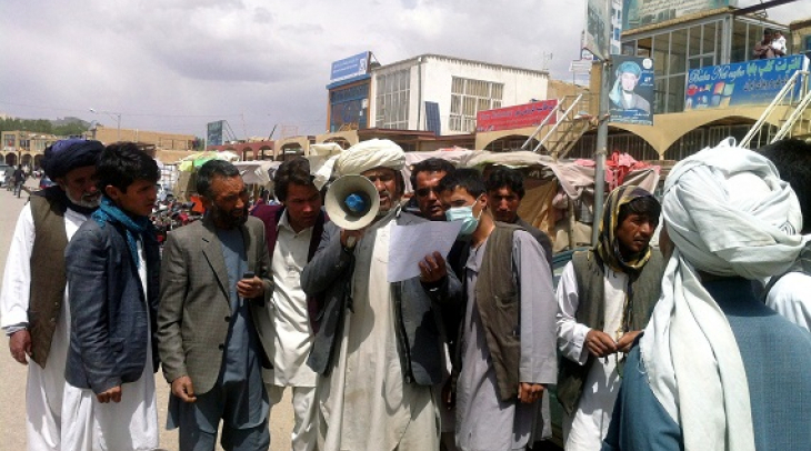 Juma Khan reading announcement in Market in Bamyan city. (Photo: Ghayor Waziri)