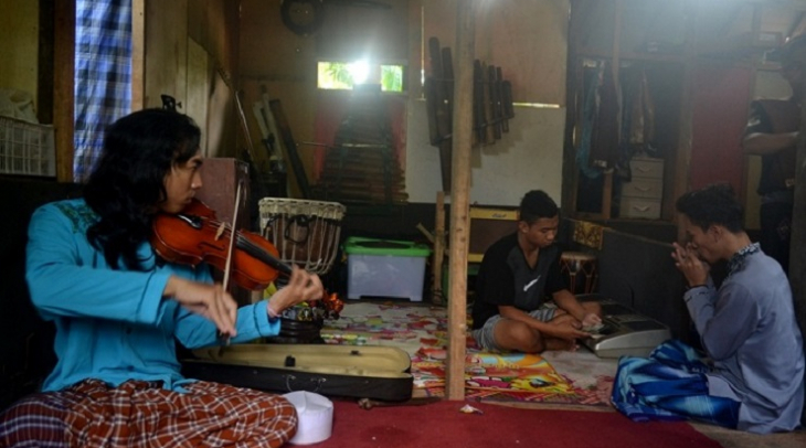 The school's band, Solawat Metal, practices. (Photo: Muhamad Ridlio)