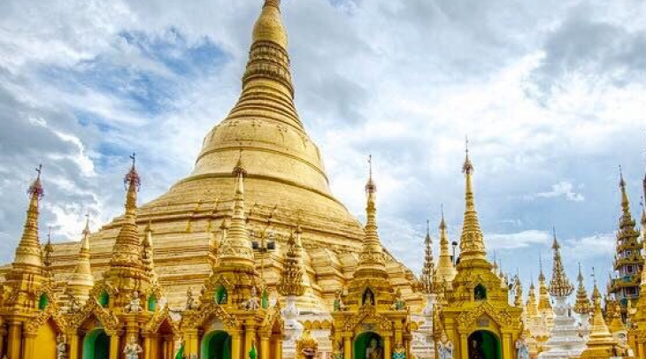 Most revere Shwedagon Pagoda blazed under The Buddhist -majority Myanmar sky. (Photo: Kannikar Petch