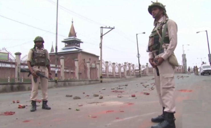 Kashmir remains under curfew for the third consecutive week. (Photo: Bismillah Geelani)
