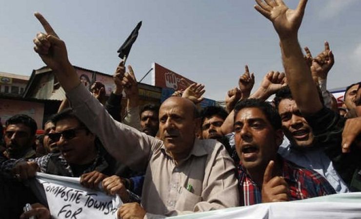 Kashmiri Muslims Protest against the proposed Townships for Hindus. (Photo: www.tribuneindia.com)