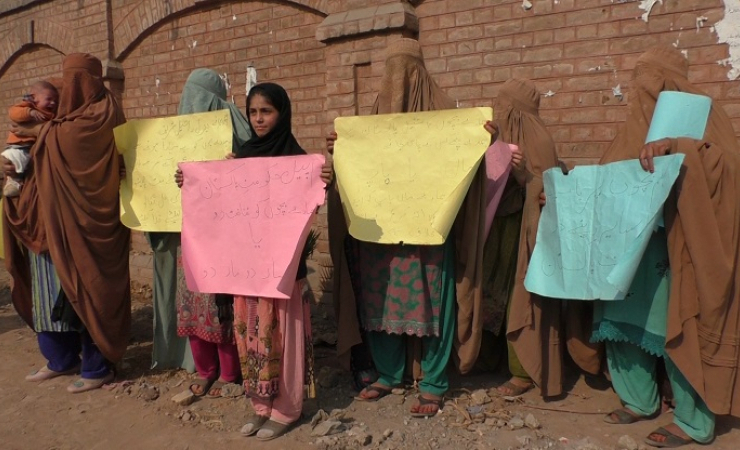 Pakistani wives protest the deportation of their husbands to Afghanistan. (Photo: Mudassar Shah)