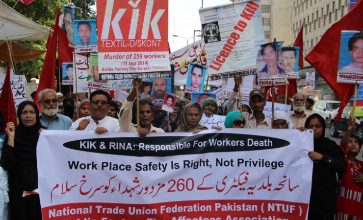 Parents of 260  factory fire victims rally to demand compensation in Karachi Pakistan. (Photo: Natio