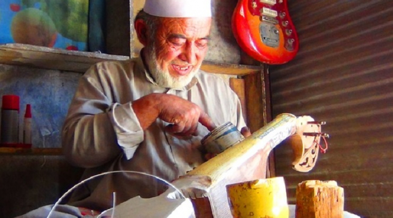 Eisa Qaderi making a rohbab, a traditional instrument, in Kabul's old town. (Photo: Ghayor Waziri)