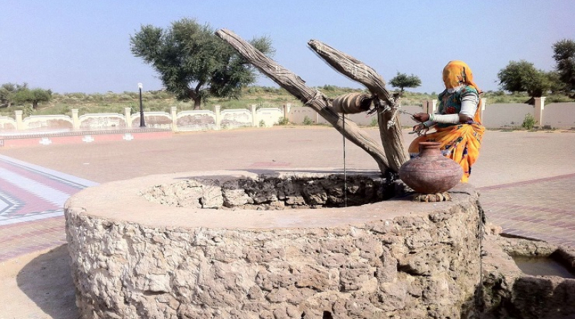 Pancho Devi fetching water from 800 year old historic well in Thar Desert, southern Pakistan (Photo: