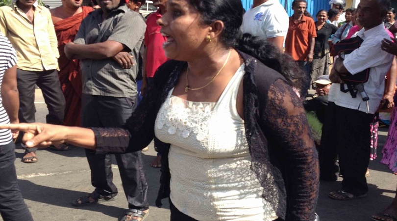 A woman protesting the port deal at Hambantota. (Photo: Ric Wasserman)