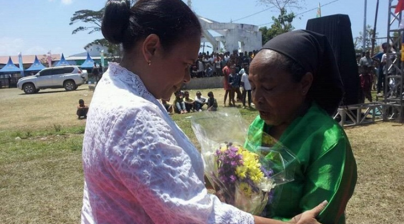Madalena Soares (green shirt) at East Timor's Womens Day celebrations (Photo: Teodesia dos Reis)