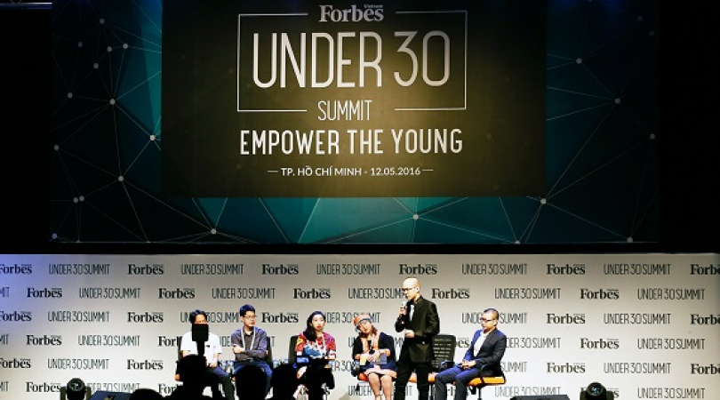 Panel di acara 30 under 30. (Foto: Courtesy of Forbes Vietnam)